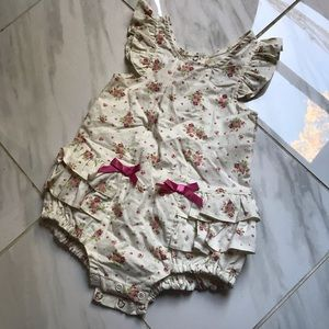 RUFFLE BODY SUIT WITH BOWS SIZE 12 MONTHS